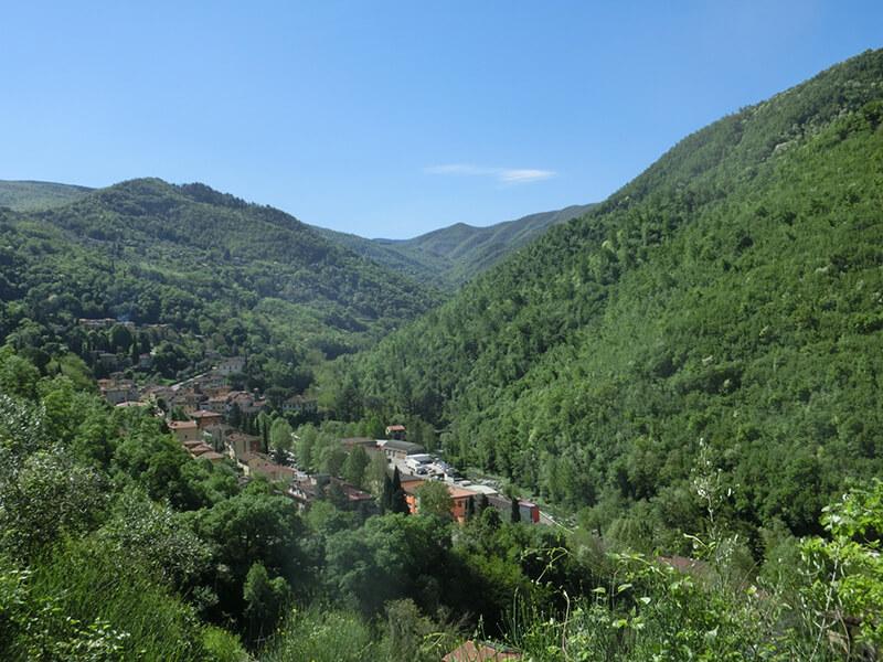 村が一望できる丘からの眺め