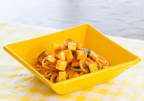 カジキマグロとズッキーニのトマトソースパスタ