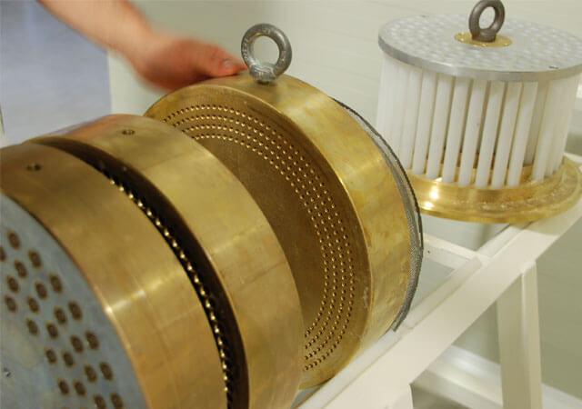 ブロンズ製の整形ドラム