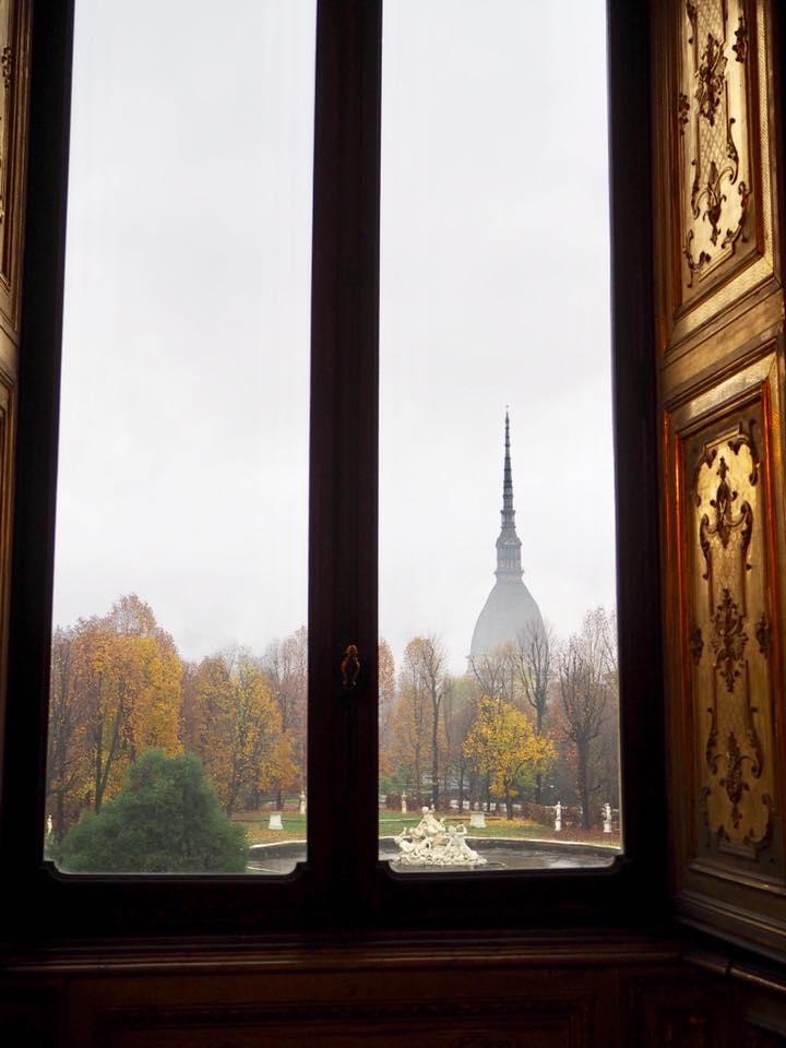王宮の窓辺よりMole Antonelliana