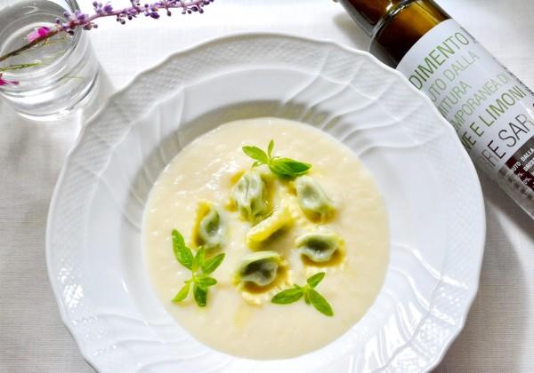リコッタとバジリコのプリン(ラビオリ)の冷製スープ仕立て
