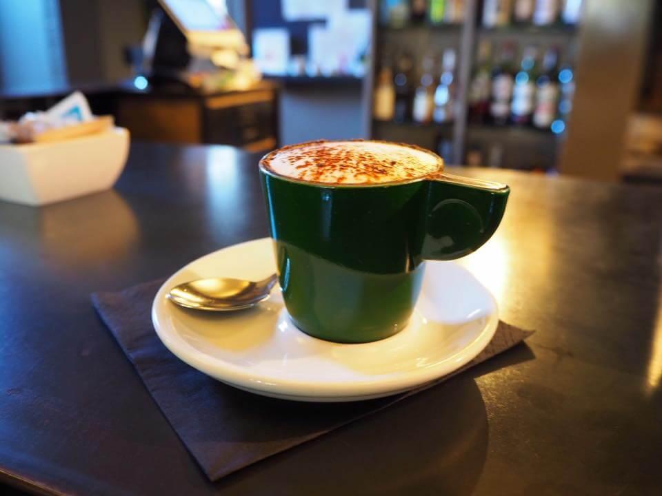 洗練されたbarでカフェ