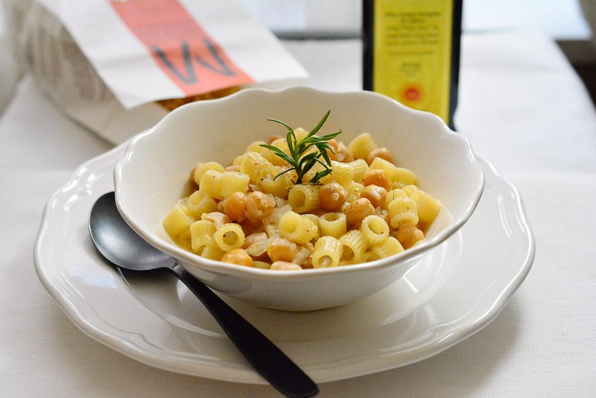トゥベッティとひよこ豆のパスタ