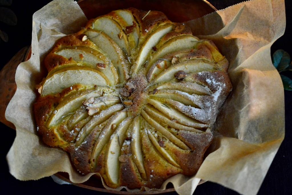 りんごのケーキ イチジクのバルサミコ酢ソース