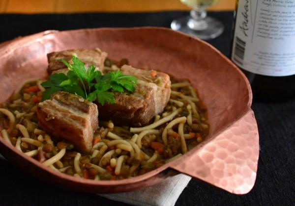 豚バラ肉とレンズ豆の煮込み クルヴェ入り