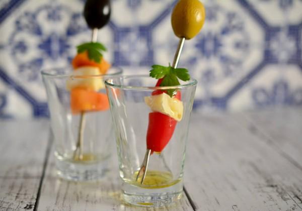 ミニトマト、柿、チーズのピンチョス