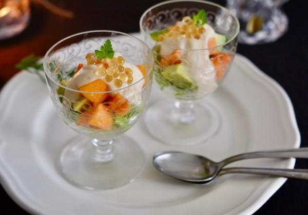 バルサミコパール乗せ アボカドと柿の豆腐ソース