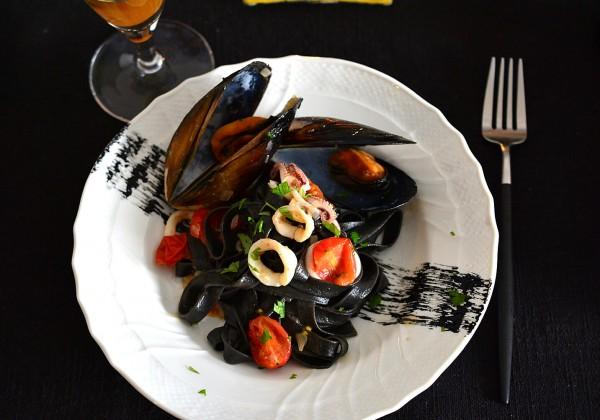 イカスミのタリアテッレ 魚介のソース