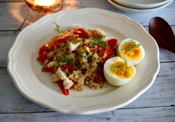 茹で鶏とファッロ・スファラータのサラダ