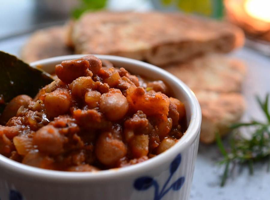 うずら豆とひよこ豆入りチリコンカン