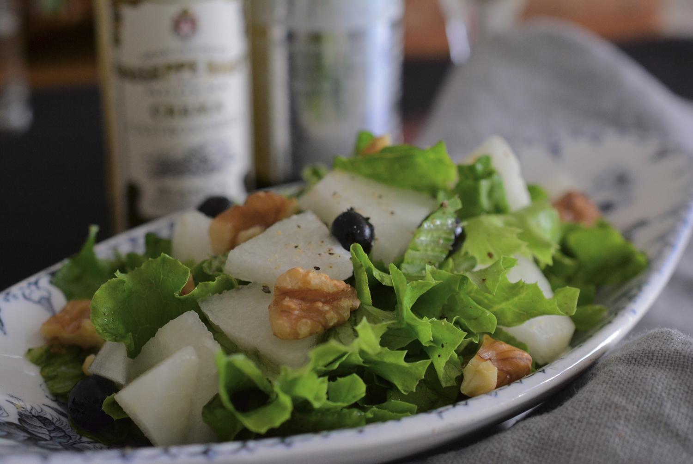 梨とクルミのサラダ