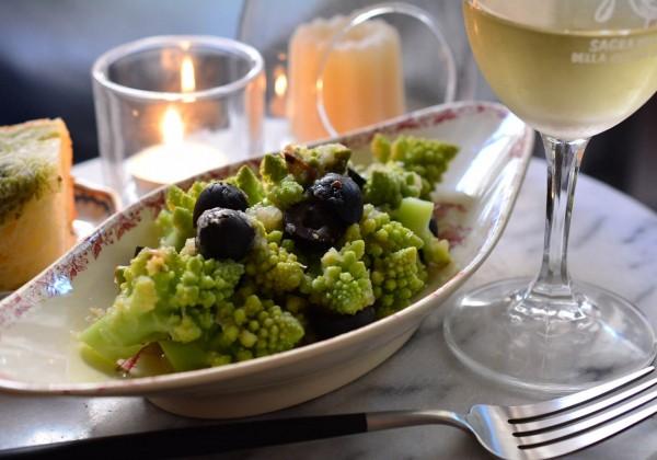 ロマネスコとアンチョビの温サラダ